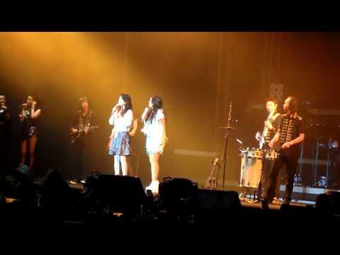 哭沙 - 黄莺莺 and 张惠妹 AMeiZing World Tour 2012 @ Singapore 7 Jan 2012 [HD]