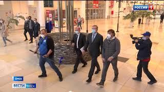 Водном из открывшихся торговых центров побывал губернатор Александр Бурков