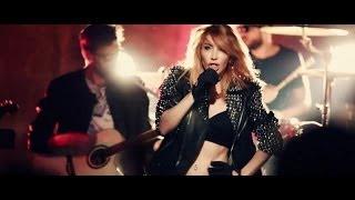 Hande Yener ft. Mehmet Erdem Unutulanlar Gibi