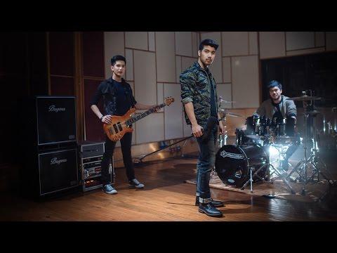 ฆาตกรต่อเนื่อง - Yes'Sir Days「Official MV」