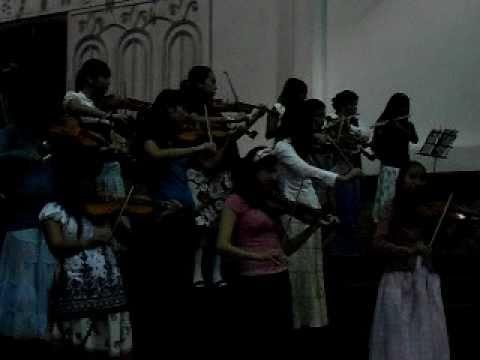 Los nuevos integrantes de la orquesta (Que Me Puede Dar Perdon?)
