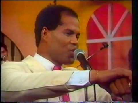 Wilfrido Vargas featuring Rubby Perez - Lo Ajeno Se Deja Quieto