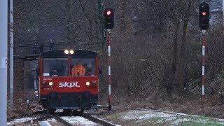 Członkowie władz województwa, posłowie, samorządowcy wyjechali szynobusem z Jeleniej Góry do Lwówk