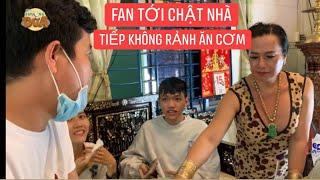 Khương Dừa choáng lượng fan khắp nơi đến gặp Cô Minh Hiếu cầm tiền đi đường quyền