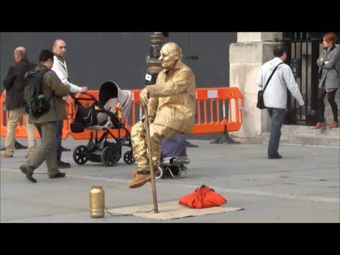 The Floating and Levitating Man.  TRICK REVEALED (step-by-step) !