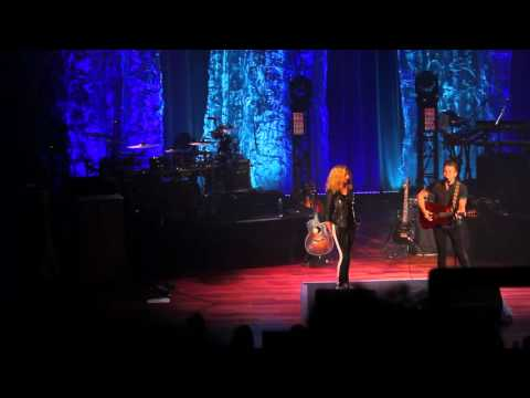 "Hunter Hayes and Tori Kelly Duet ""Wanted"" at the Ryman"