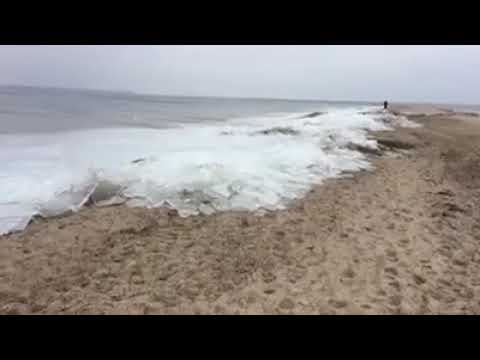 ظاهرة غريبة.. تجمد مياه شاطئ الأمم بالقنيطرة