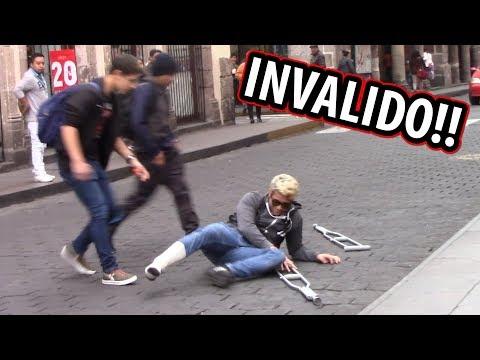 INVALIDO SE CAE A MEDIA CALLE! (Experimento Social)