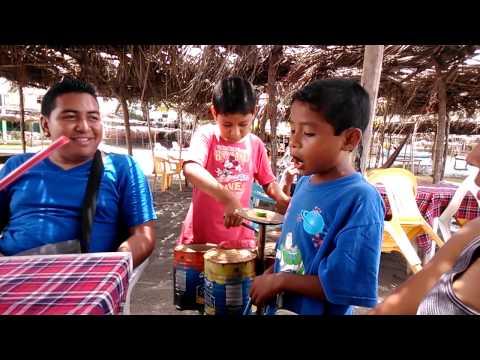 niño cantante de barra vieja Acapulco de Juarez Gro. Mex.