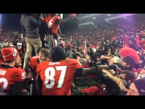 UGA Players Celebrate With Students After Beating Auburn 11