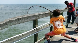 Boy Catch Fish - 6 Year catches huge fish ! #FishingNet