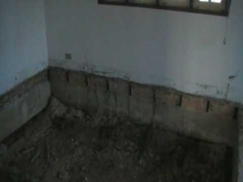 Houten vloer eruit zand en beton erin videomoviles