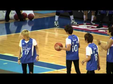 [Fancam] 111016 SHINee - basketball shooting