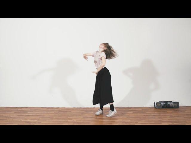 Un nouveau clip réalisé par Jason Bajada pour sa pièce «Blondie»