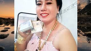 'Cô Minh Hiếu' livestream mua vàng dằn mặt người chê mình đeo đồ giả, tiết lộ mua nhiều để dành tặn✔