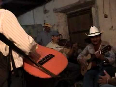 conjunto de Magdalena Intibuca, Honduras, tocando La Polka y La Pianola