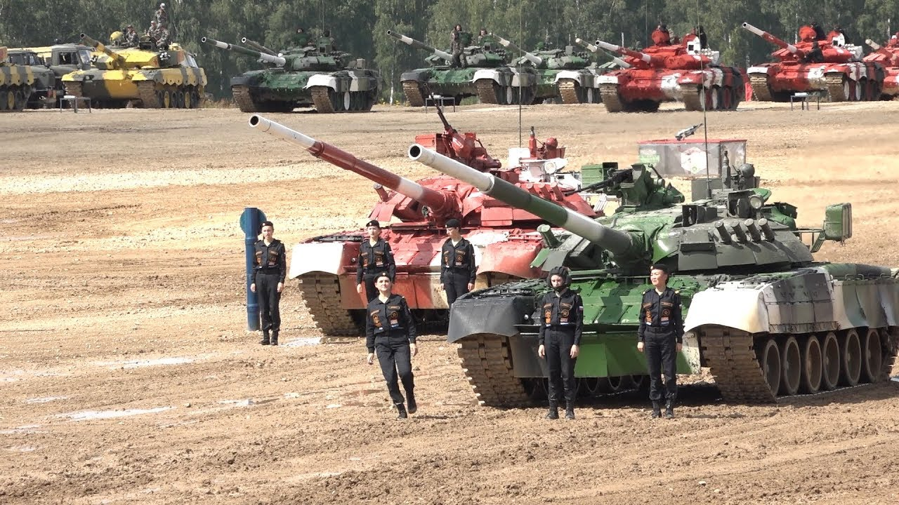 Девушки-танкистки показали класс на «Танковом биатлоне - 2019»
