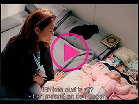 Kim-Lian van der Meij in vluchtelingenkamp Tabanovce in Macedonië