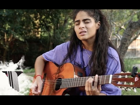 Jessie Reyez Performs