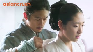 /virgin queen finally attracts her king39s attention clip from 39the royal tailor39