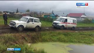 В одном из райцентров Омской области карета скорой помощи увязла в непролазной грязи