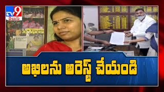 AV Subba Reddy meets Kadapa SP, demands arrest of Bhuma Ak..