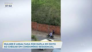 Mulher é assaltada por dupla em moto ao chegar em condomínio residencial