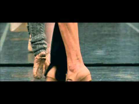 BLACK SWAN Featurette: Natalie Portman's Training