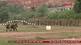 Đặc công Việt Nam trình diễn kỹ năng trước tùy viên quân sự các nước