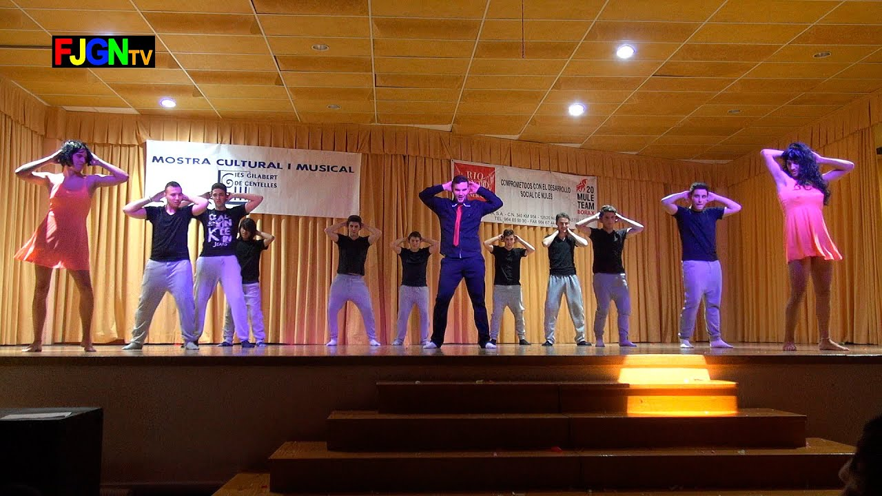 13. Que la detengan/Dale don dale/Gasolina (2º Bach Chicos) - XV Mostra musical i cultural IES Gilabert de Centelles 2015 Nules