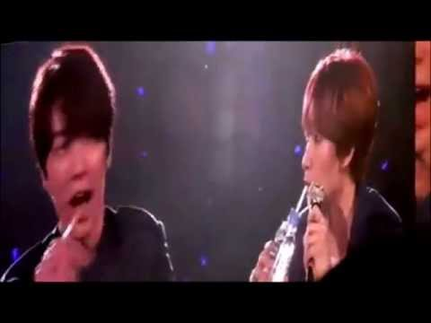 Donghae thinks mic is water, again!!