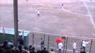 SCANDALOSO!! L'arbitro non segnala un goal in chiaro FUORIGIOCO e lascia giocare senza portiere!!