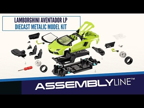Maisto 1:24 Aventador LP700-4 Roadster Assembly Line Metal Kit