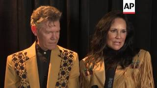 Music community honors Randy Travis in song