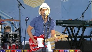 Brad Paisley Performs 'Beat This Summer' in Central Park