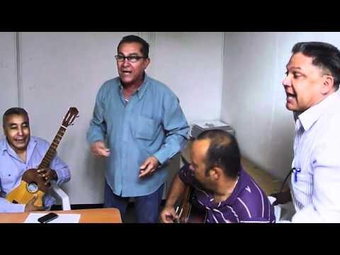 Danelo Badell y los gaiteros del Imgra cantan
