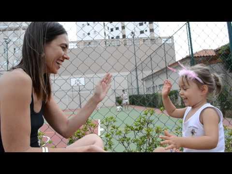 Baixar Brincando de Adoleta com tia Fernanda.