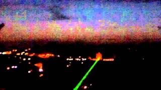 Brincando a Noite com um Laser Verde de 2000mw - Mostrando o Alcance e seu Feixe