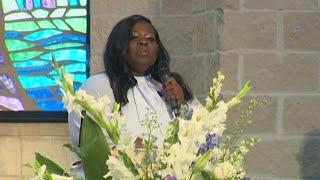 Muhlaysia Booker's mother speaks at funeral