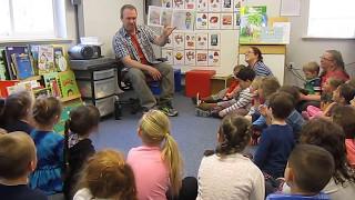 Marty Kelley reads to preschool