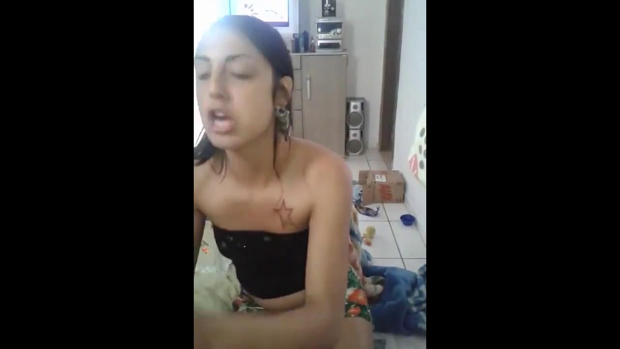 Писают в рот девушкам видео