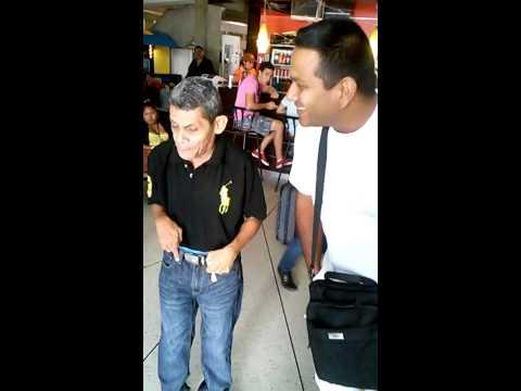 Viejito Franco en el aeropuerto de maracaibo.
