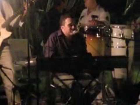 SERGIO LUIS RODRÍGUEZ CANTANDO Y TOCANDO PIANO UNA CANCIÓN INÉDITA (ME ENAMORE DE TI)