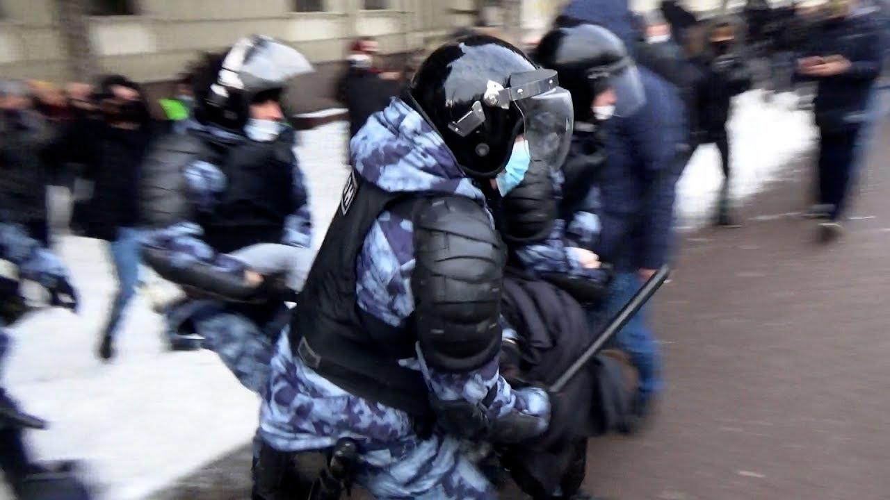 Как винтили сторонников Навального в Волгограде
