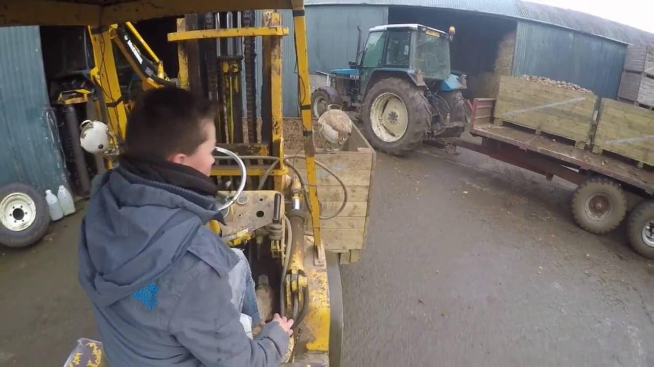 Digging Potatoes 2016 | Unloading Boxes