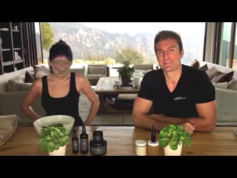 Andy Hnilo Demonstrating How to Apply the Alitura Clay Mask!