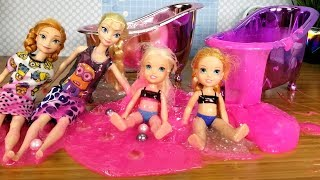 SLIME Bath ! Elsa and Anna toddlers - prank - fun - playdate - joke - party