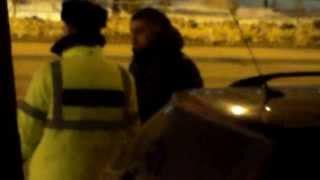 Polițistul a primit ceva de la șoferul de taxi