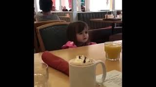 Menina cearense fica brava porque não tem cuscuz na Disney