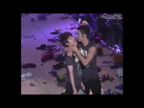 101113 SS3 in Nanjing Kyuhyun & Siwon Love (Wonkyu kissing each other, holding hands)